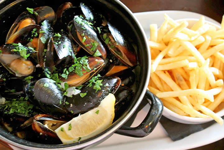 Sugareef restaurant specialty dish Mussels and frites